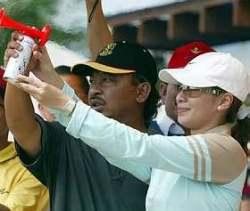 Tengku AbdulRahman andCik PuanMuda JulitaAishahpressing an airhorn to