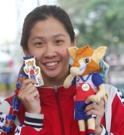 In the limelight again: Leung Chii Lin showing the medal she won at the National Higher Education and Institution Games (Sukipt) in Bukit Jalil yesterday. — BRIAN MOH / The Star