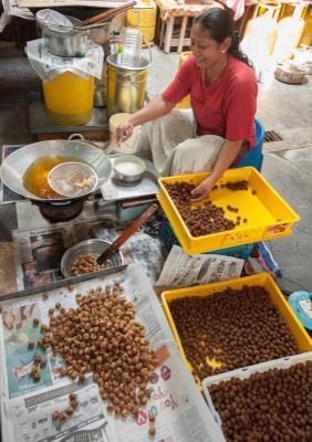 Crunchy: Chittu urundai is one of the delicacies Kanmani prepares for Deepavali
