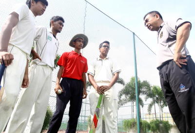 Clean bowl: Mugwalla Cricket Club chairman Jaffar Chua (right) having a discussion with the elite