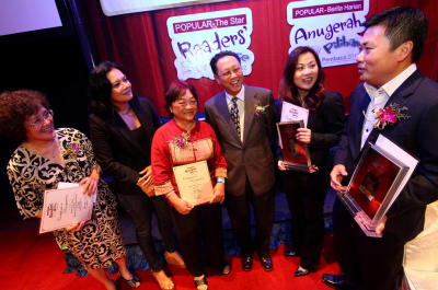 Winsome writers: (From left) Yeoh Gim Suan, Bernice Chauly, Kuan Guat Choo, Datuk Wong Sulong, MPH Group Publishing's Ivy Tan (representing Tun Dr Mahathir Mohamad) and Hanley Chew.