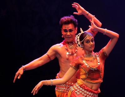 Ramli Ibrahim and Geethika Sree performed in Sutrarasa.