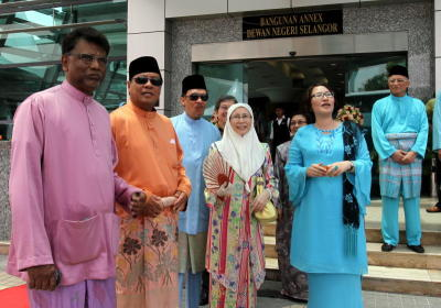 Celebrity look: Khalid and Anwar (second and third from left) sporting snazzy sunglasses as they welcome guests at the