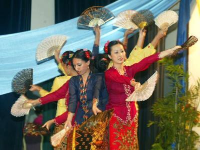 A file photo showcasing the signature sarong kebaya of Peranakan womenfolk, worn here by girls from Malacca's Baba Nyonya Association performing a traditional dance.