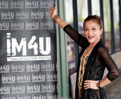 There it is: Sazzy posing with the 'My Beautiful Malaysia' promotional poster.