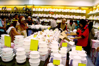 <b>Bargains:</b> Idaman Suri thrives on its success that stems from importing quality goods in bulk to sell at low prices, providing its customers value for money.