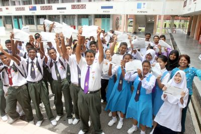 Eager to run: SMK Buntong, Ipoh students and their teachers showing the Ipoh International Starwalk 2013 entry forms.