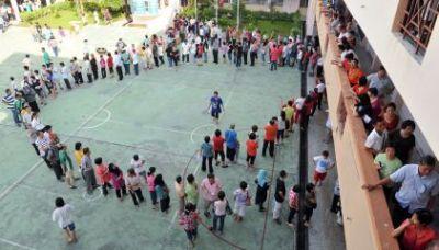 The public forming long queues at the polling station at Sekolah Kebangsaan Pandan Perdana.