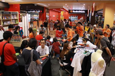 The turnout at the Let's Nerd Out Weekend at Borders The Curve.