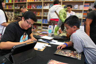 Zenescope artist Sheldon Goh doing a sketch for a comic fan during the event.